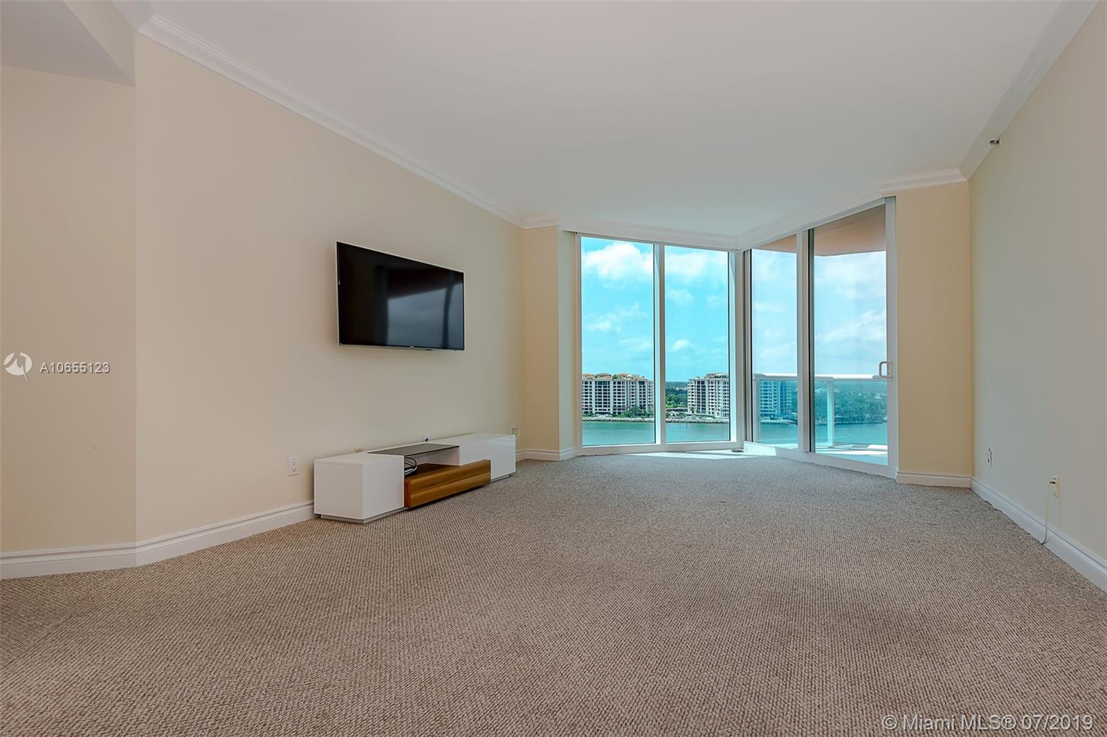 300 S Pointe Dr #1403 photo011