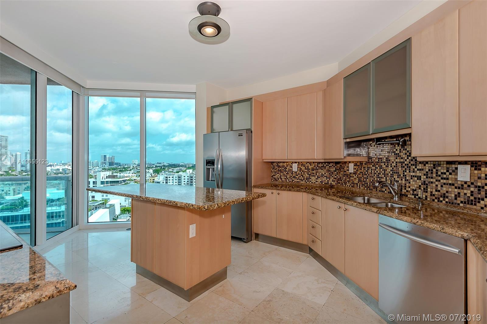 300 S Pointe Dr #1403 photo02