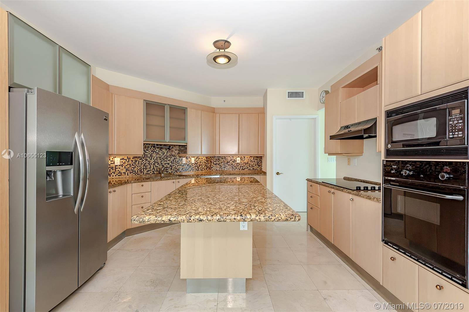 300 S Pointe Dr #1403 photo03