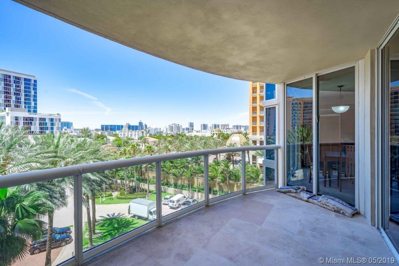 17555 Collins Ave #607 photo04
