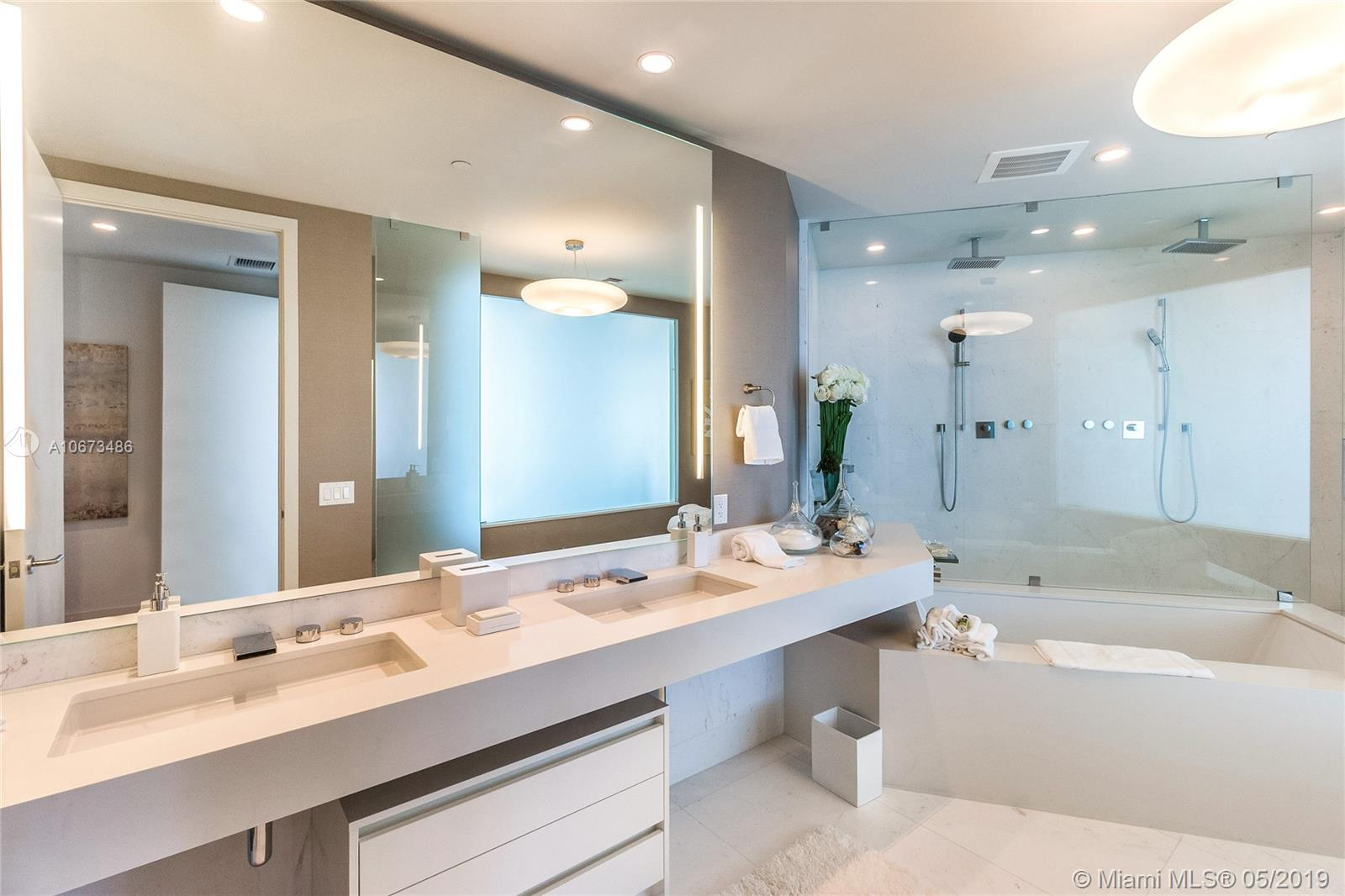 18555 Collins Ave #5003 photo017