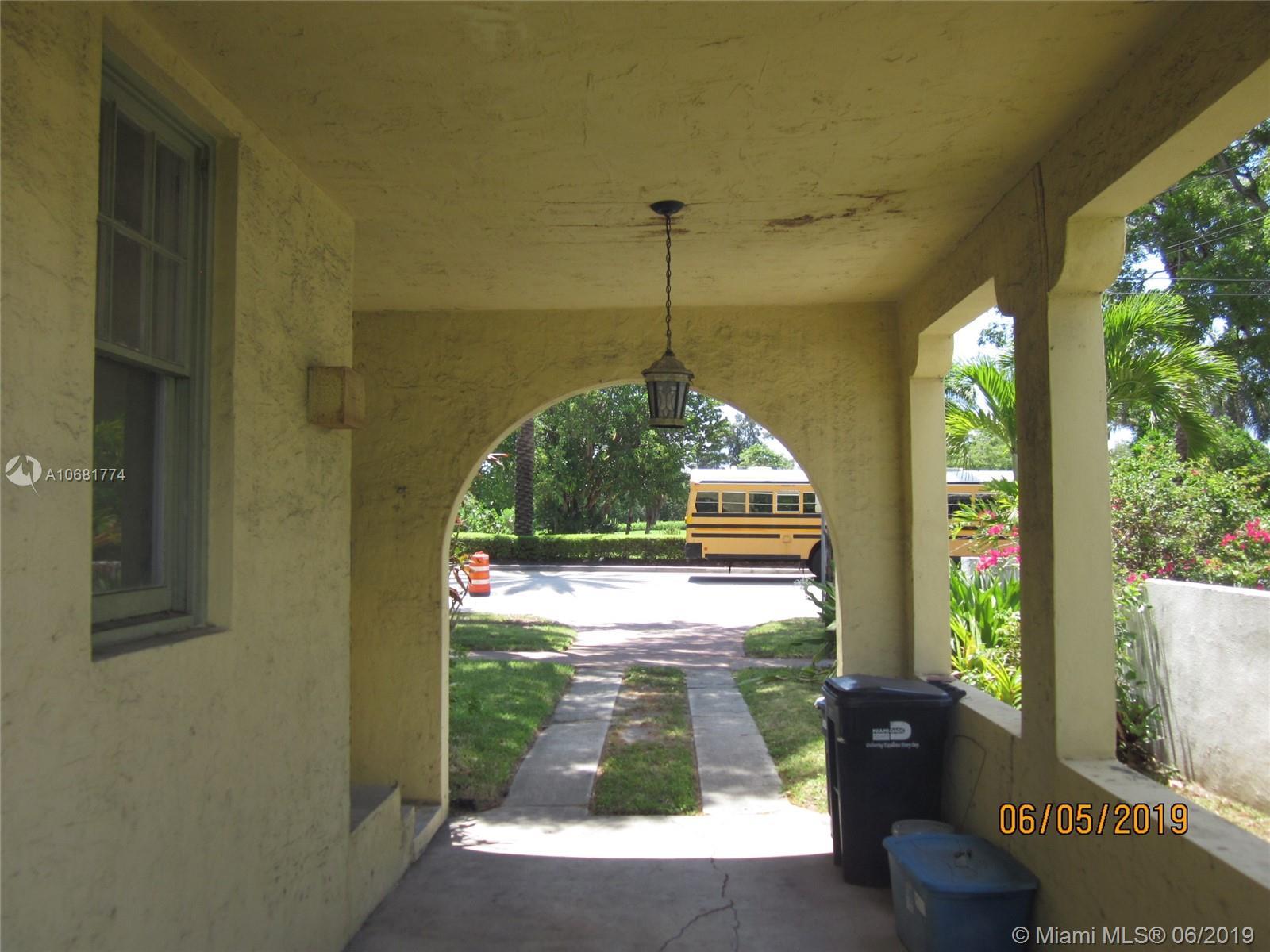 2060 Alton Rd - Miami Beach, Florida