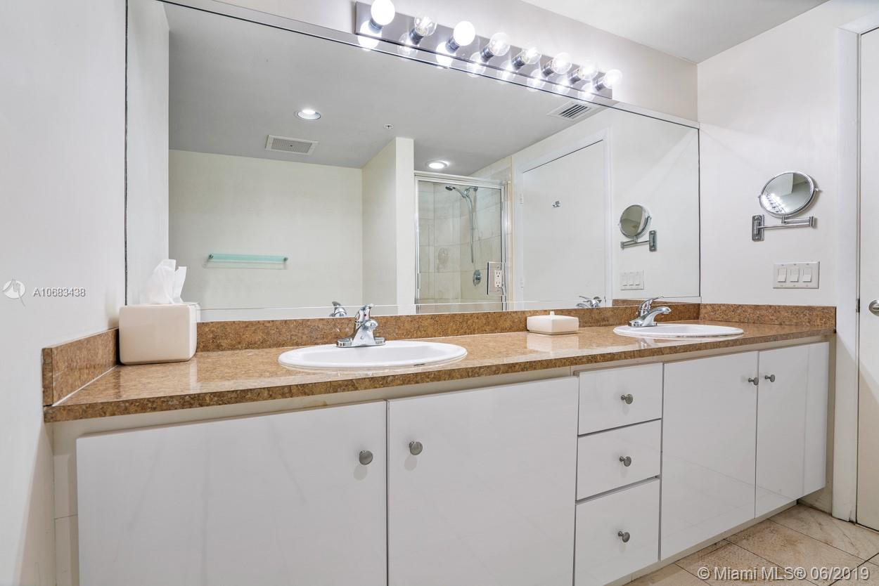 17375 Collins Ave #1103 photo05