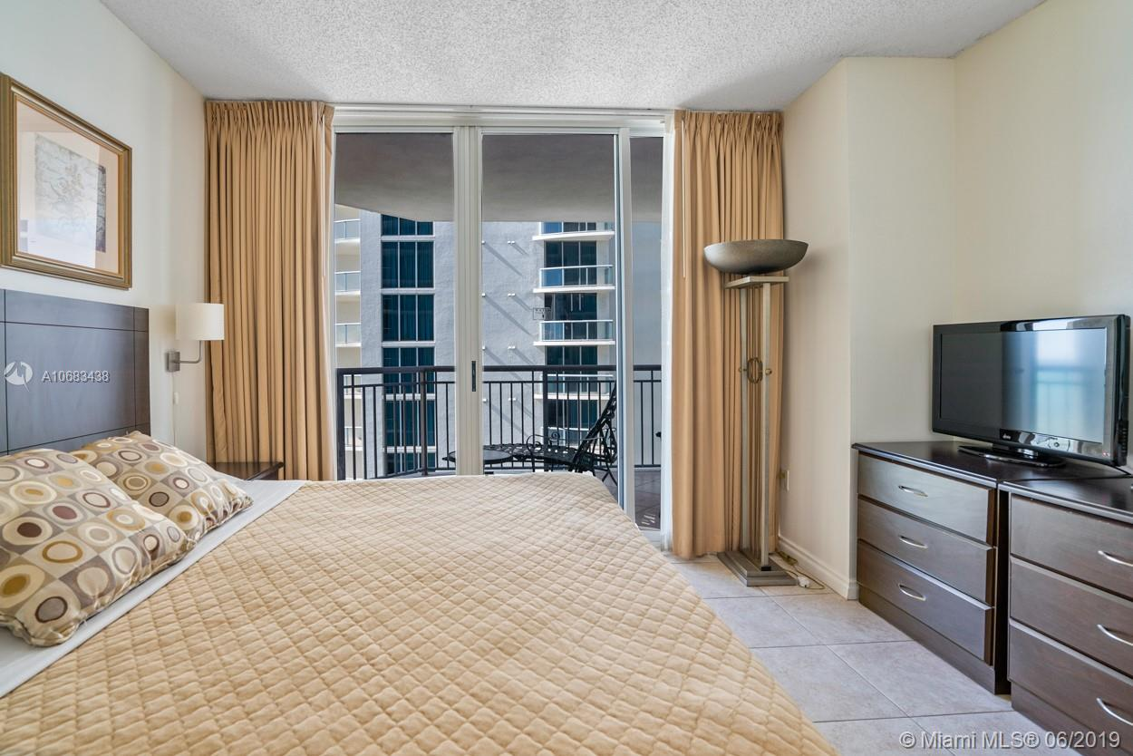 17375 Collins Ave #1103 photo06