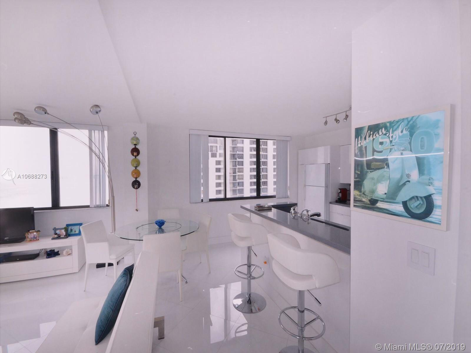 540 Brickell Key Dr #1427 photo06
