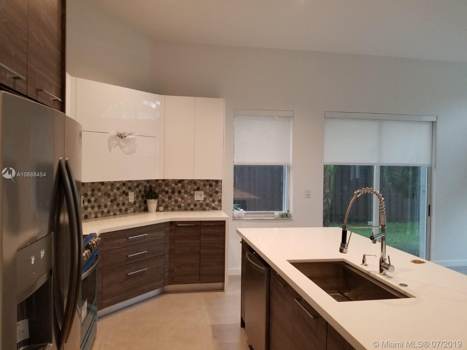 10889 NW 58th Ter photo012