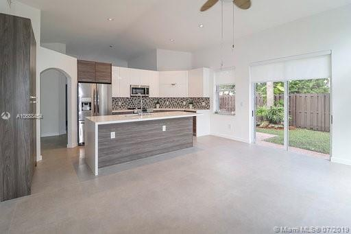 10889 NW 58th Ter photo014
