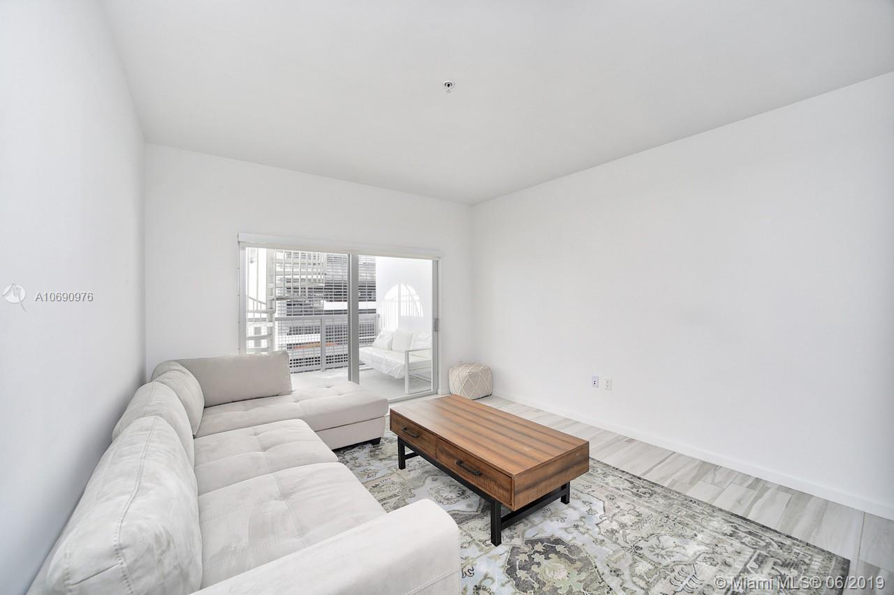 Property 481 NE 29th St #704 image 4