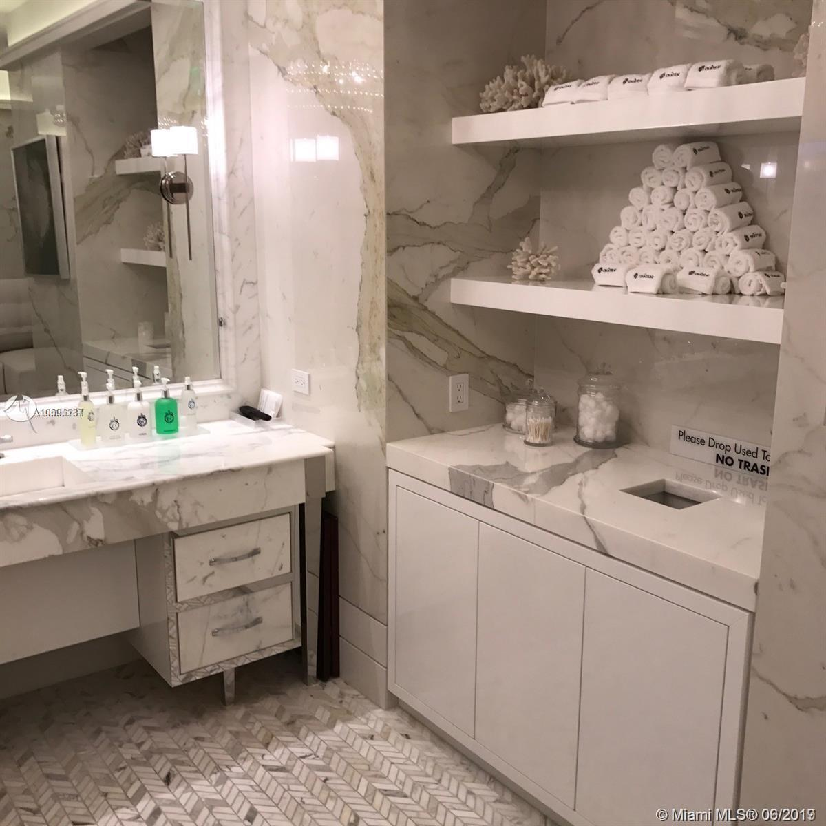 17475 Collins Ave #503 photo07