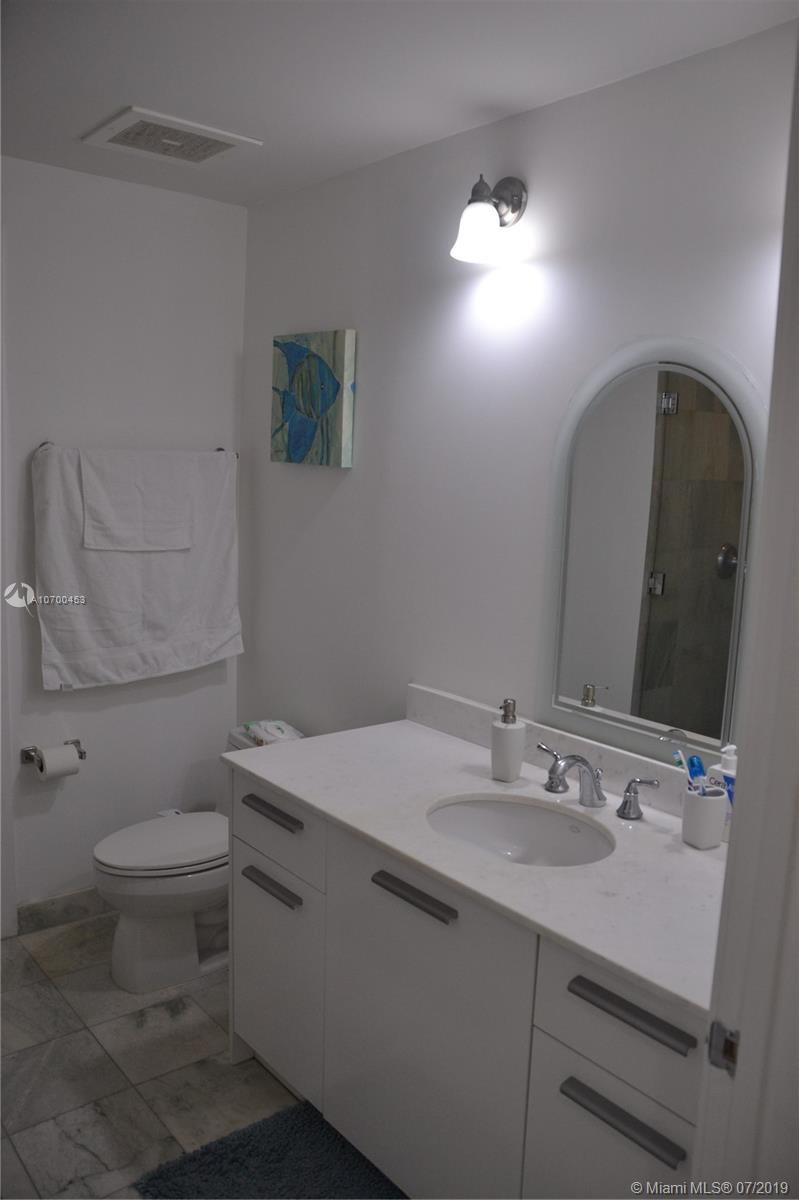 1050 Brickell Ave #1622 photo015