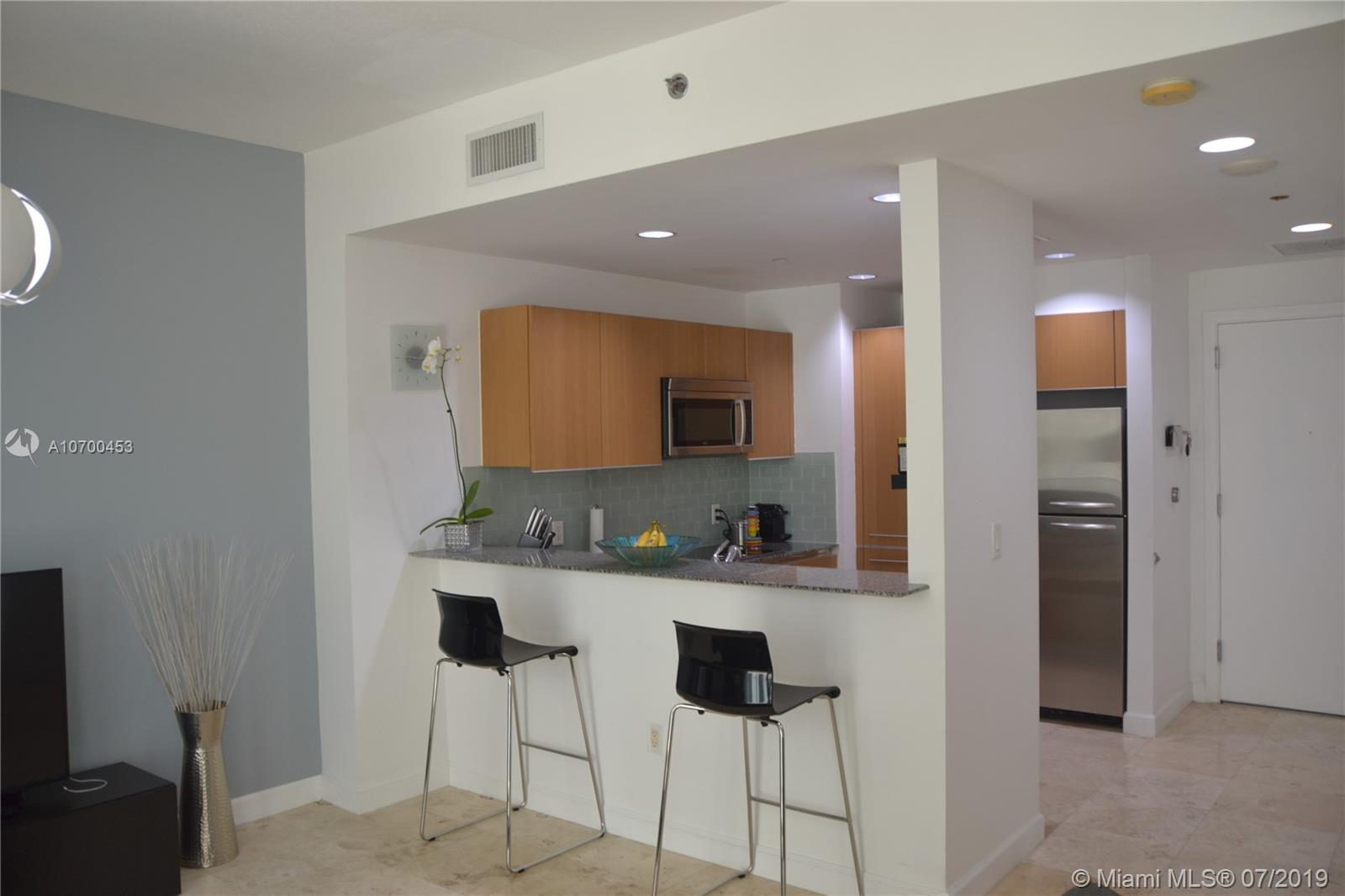 1050 Brickell Ave #1622 photo02