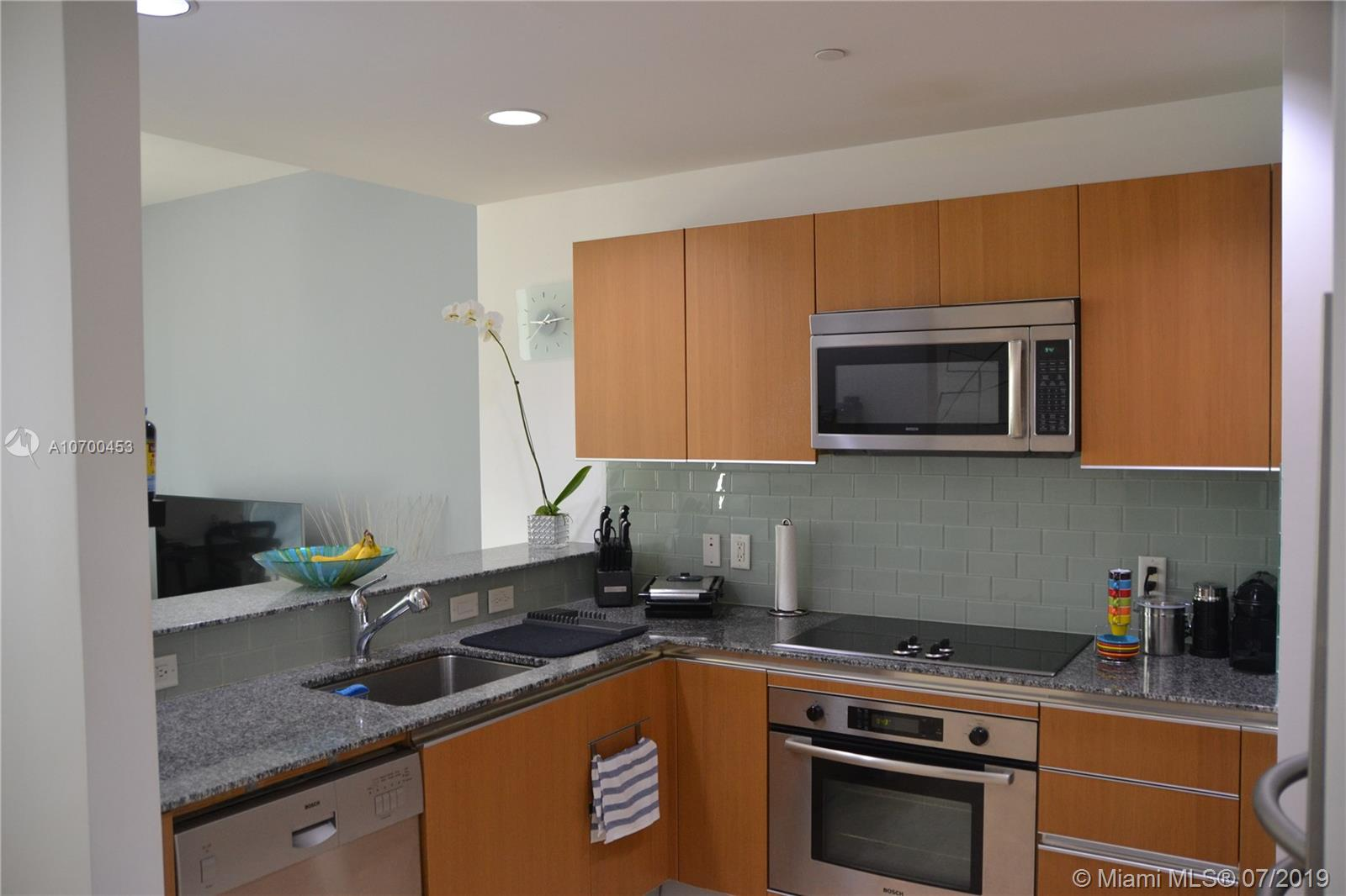 1050 Brickell Ave #1622 photo03