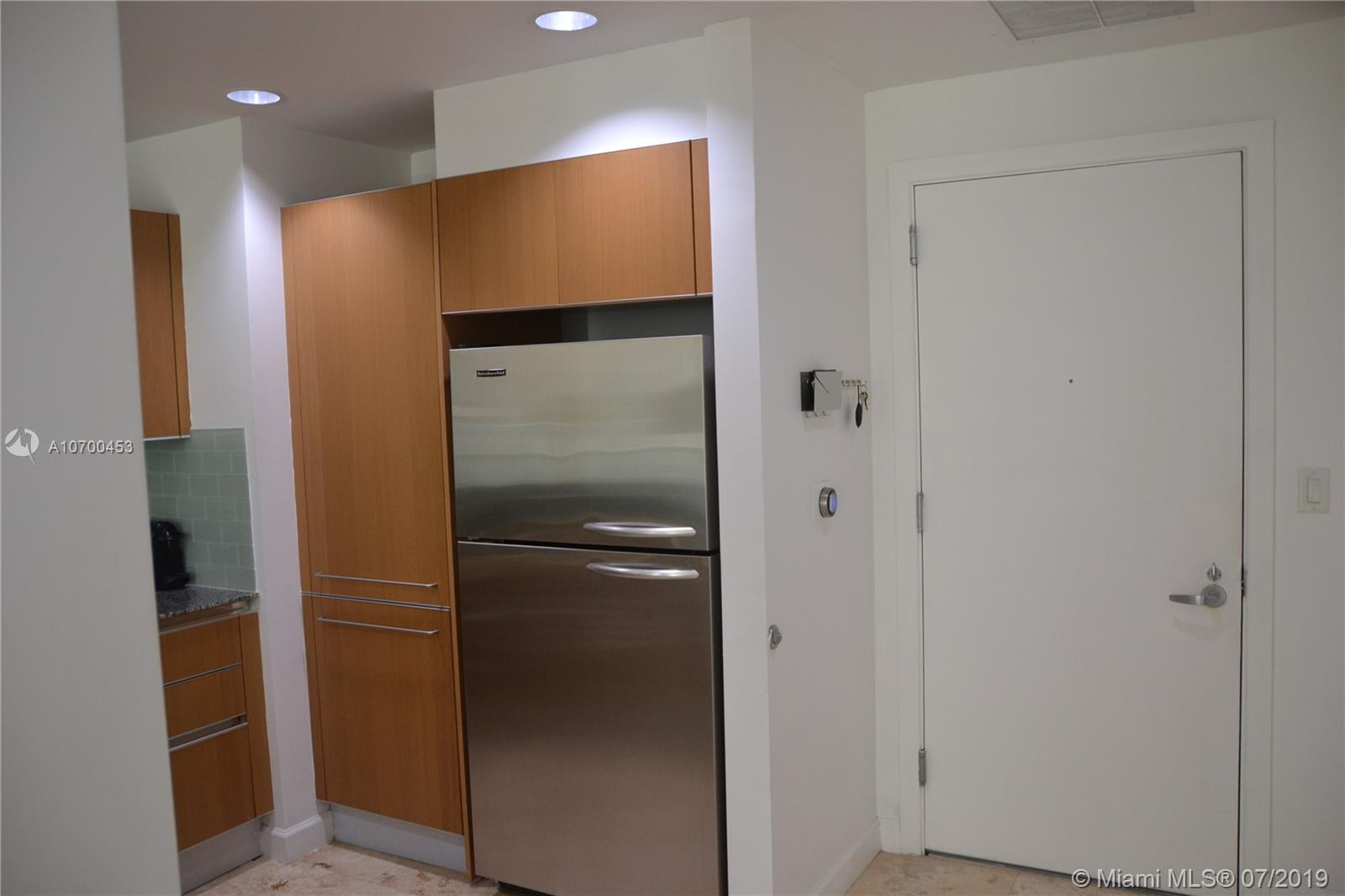 1050 Brickell Ave #1622 photo04