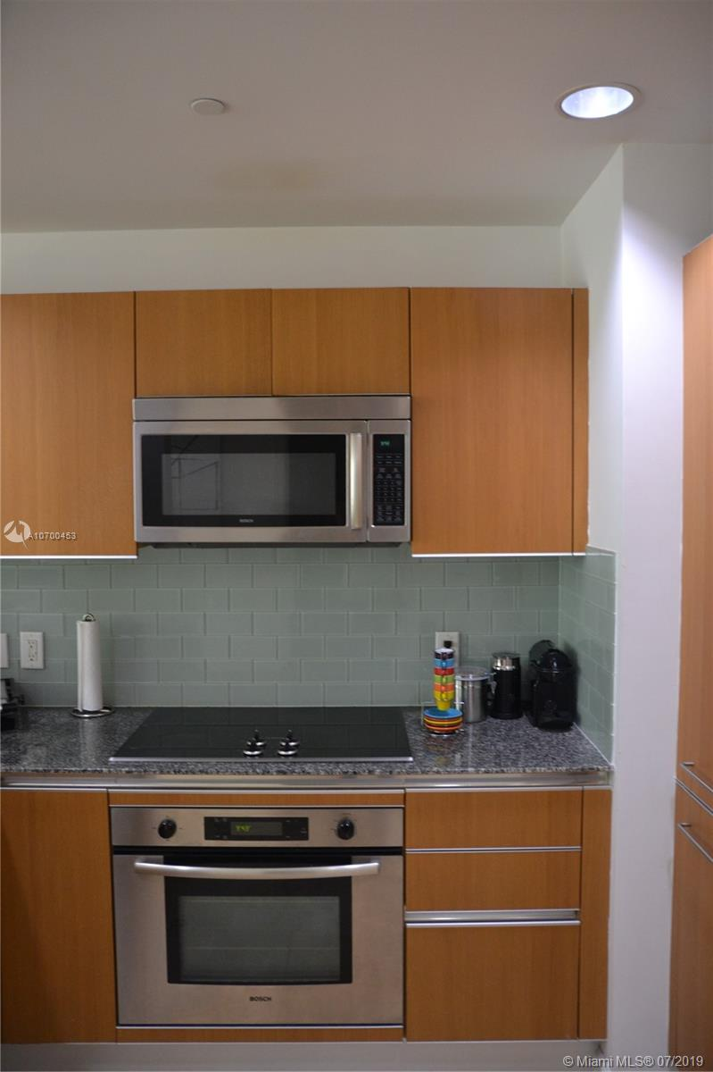 1050 Brickell Ave #1622 photo05
