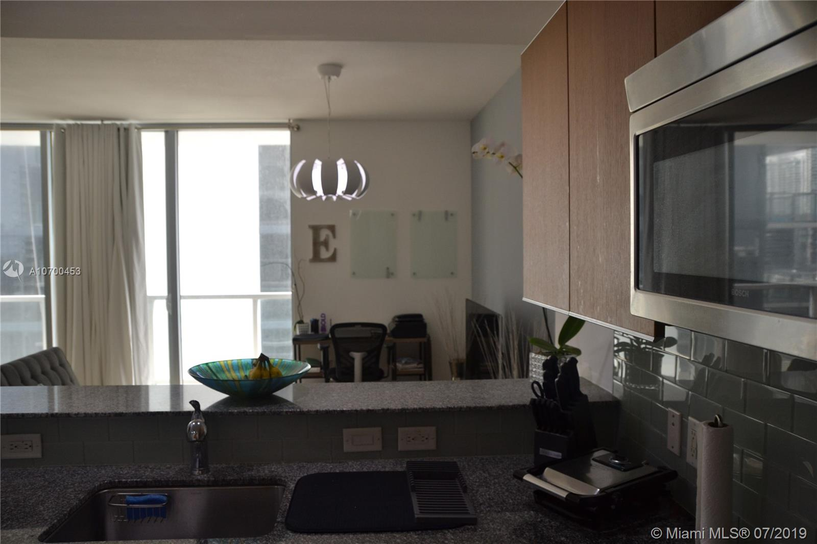 1050 Brickell Ave #1622 photo06