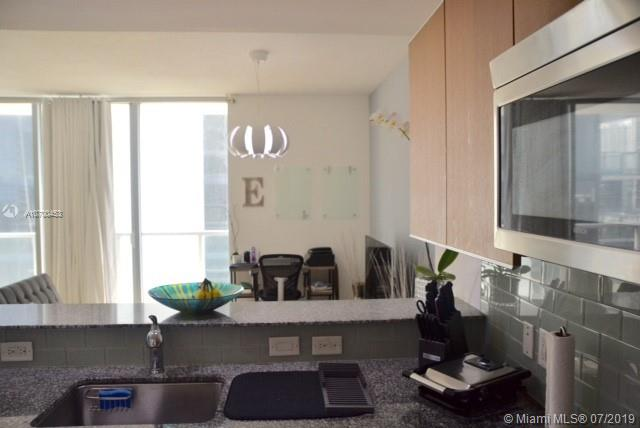1050 Brickell Ave #1622 photo07