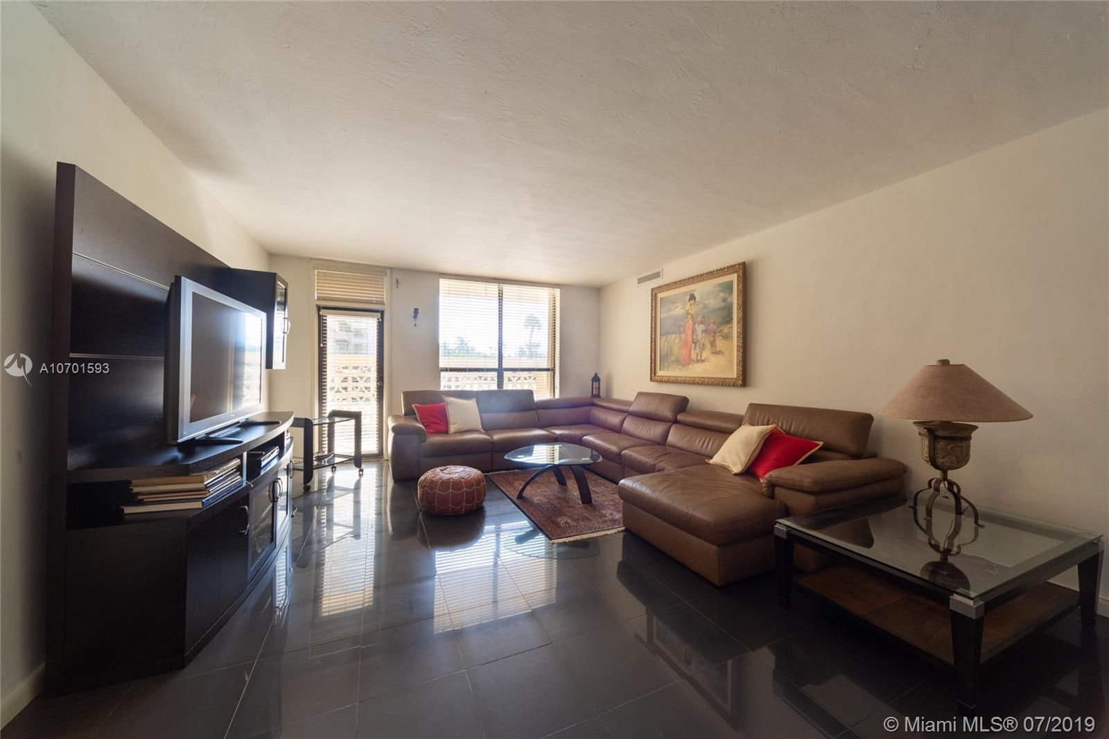 10185 Collins Ave #208 photo07