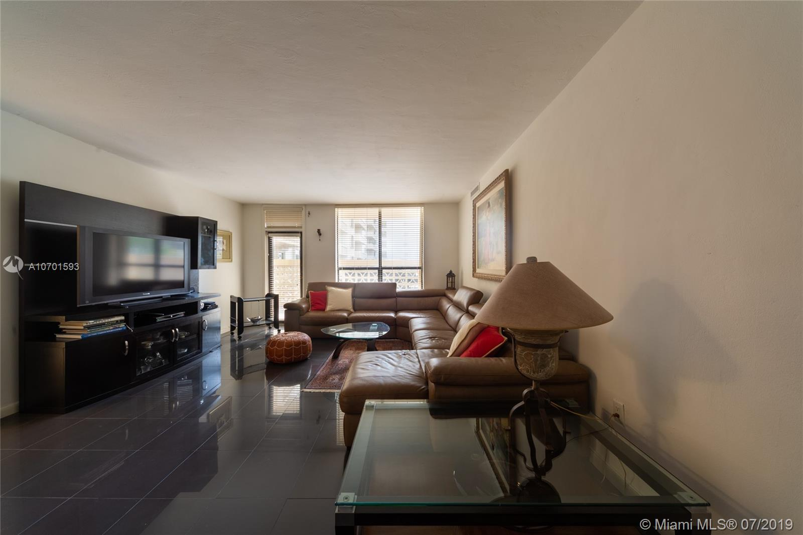 10185 Collins Ave #208 photo08