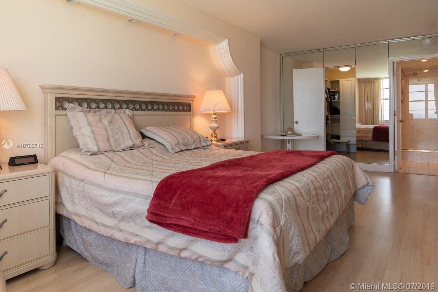 5151 Collins Ave #1427 photo04