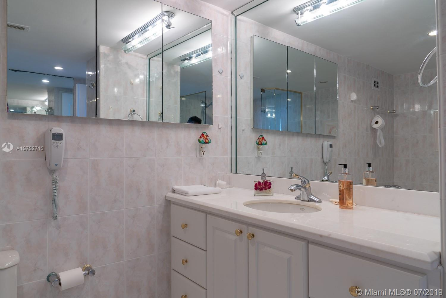 5151 Collins Ave #1427 photo05