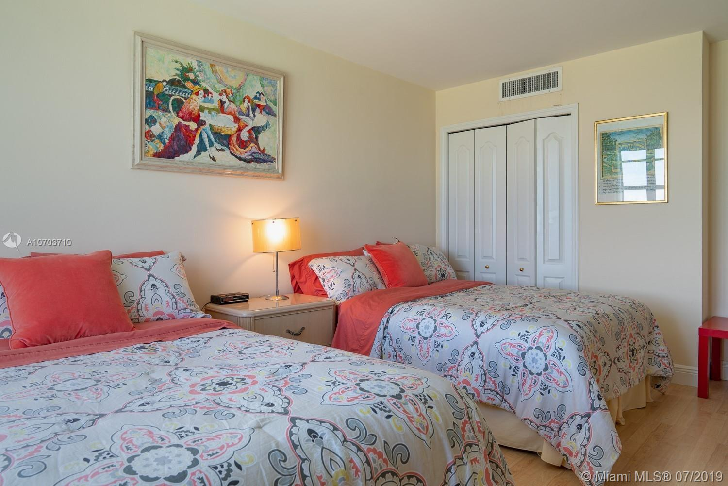 5151 Collins Ave #1427 photo07