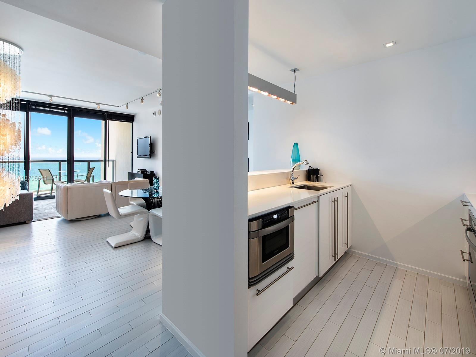 Property 2201 COLLINS AVE #1519 image 2