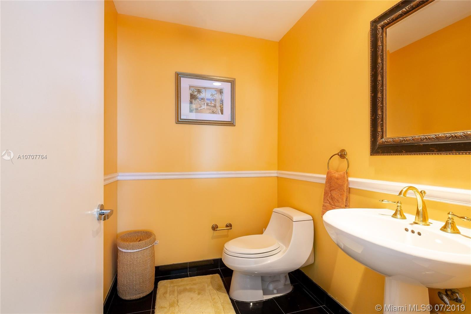 300 S Pointe Dr #904 photo010
