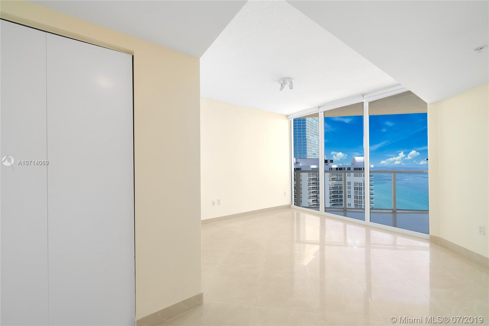 16699 Collins Ave #2905 photo04