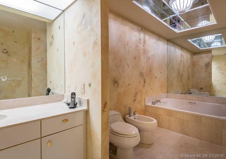 Аренда квартиры по адресу 10101 Collins Av, Bal Harbour, FL 33154 в США