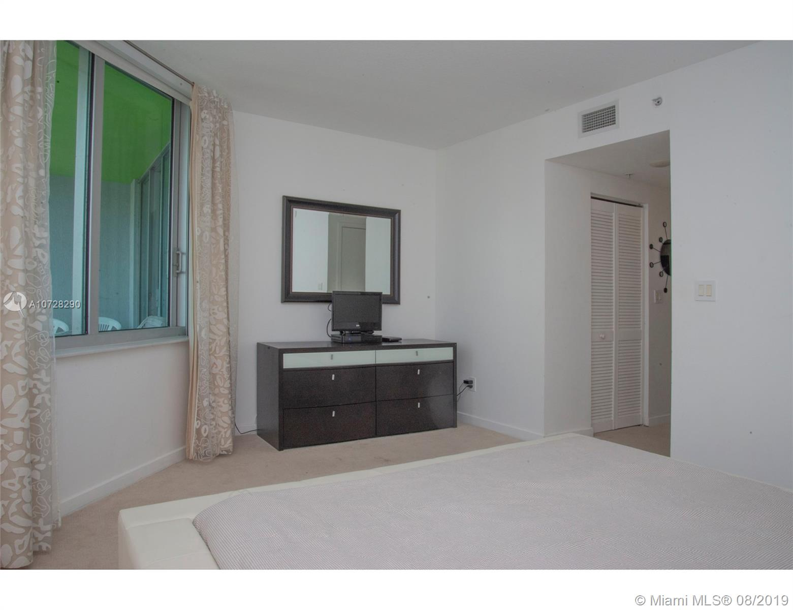 335 S Biscayne Blvd #3300 photo010