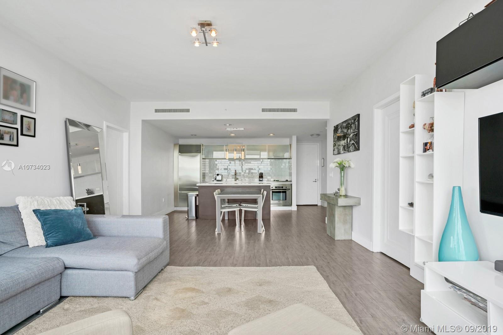 Property 1040 Biscayne Blvd #2206 image 2