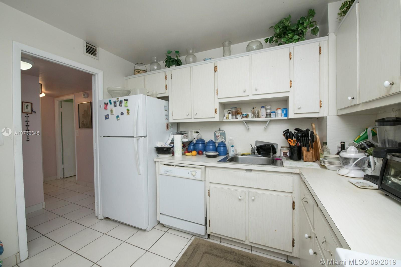 5555 Collins Ave #8A photo010