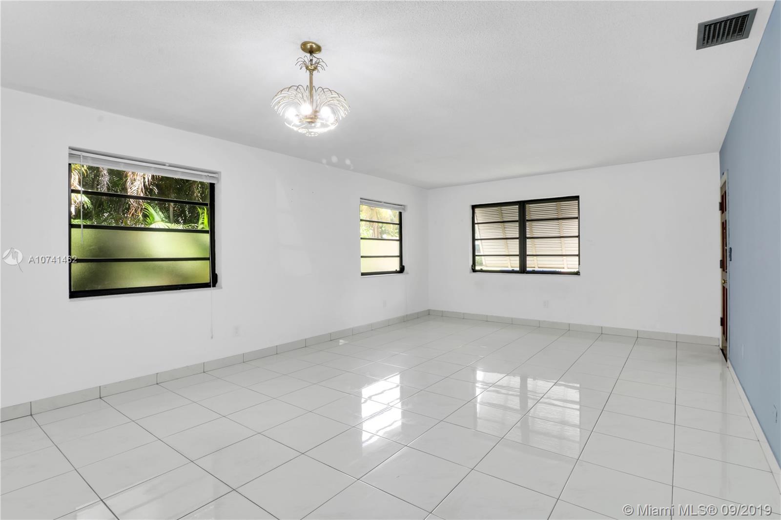 Central Miami # - 03 - photo