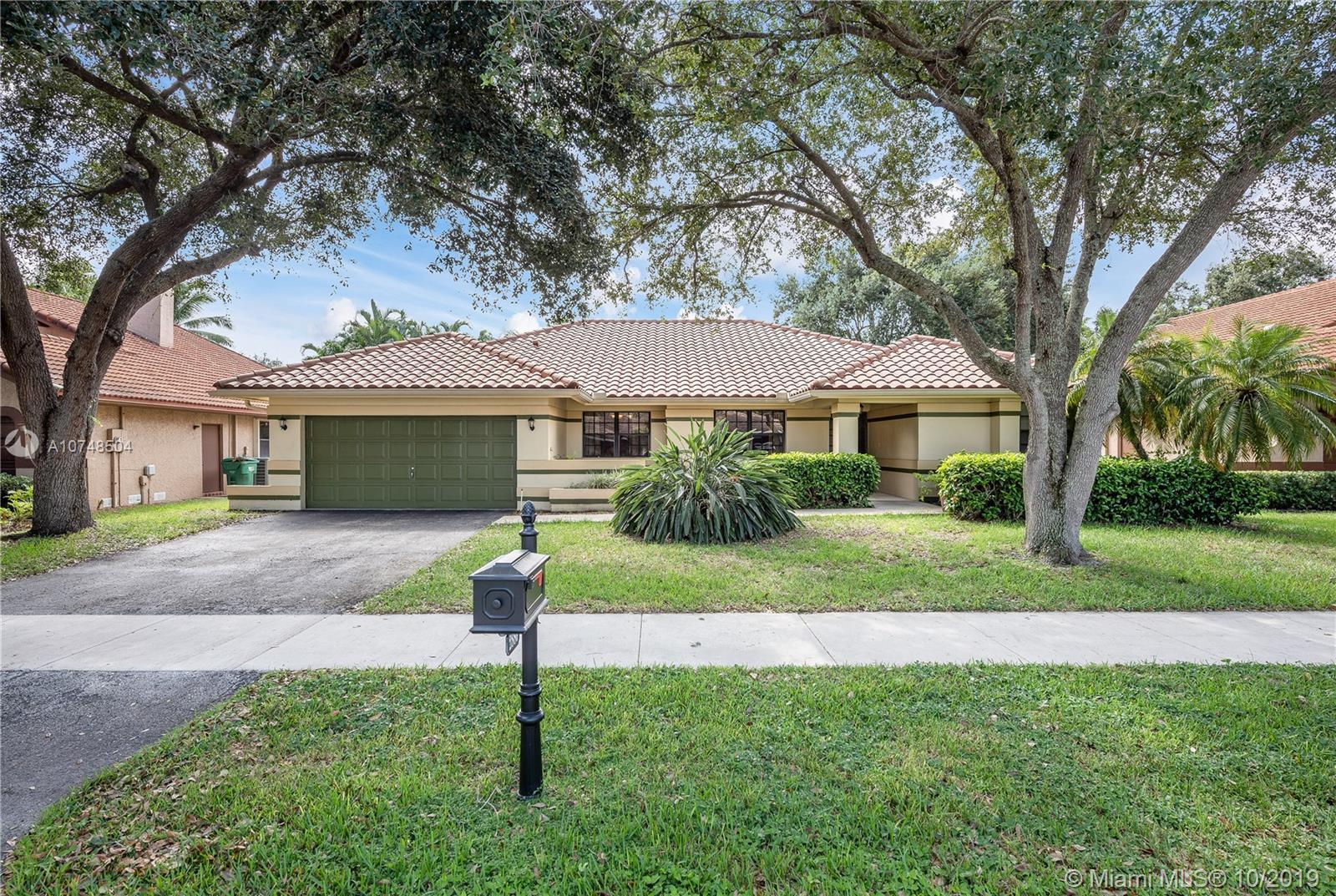 Property for sale at 2880 Hidden Hollow Ln, Davie,  Florida 33328
