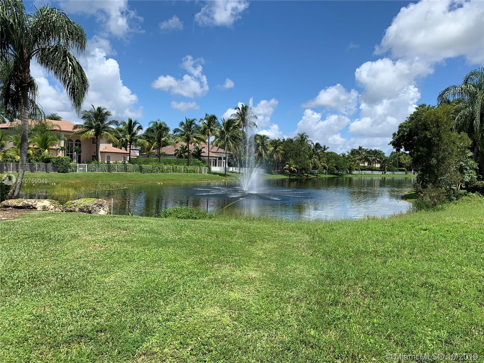 632 SW Enclave Cir - Pembroke Pines, Florida