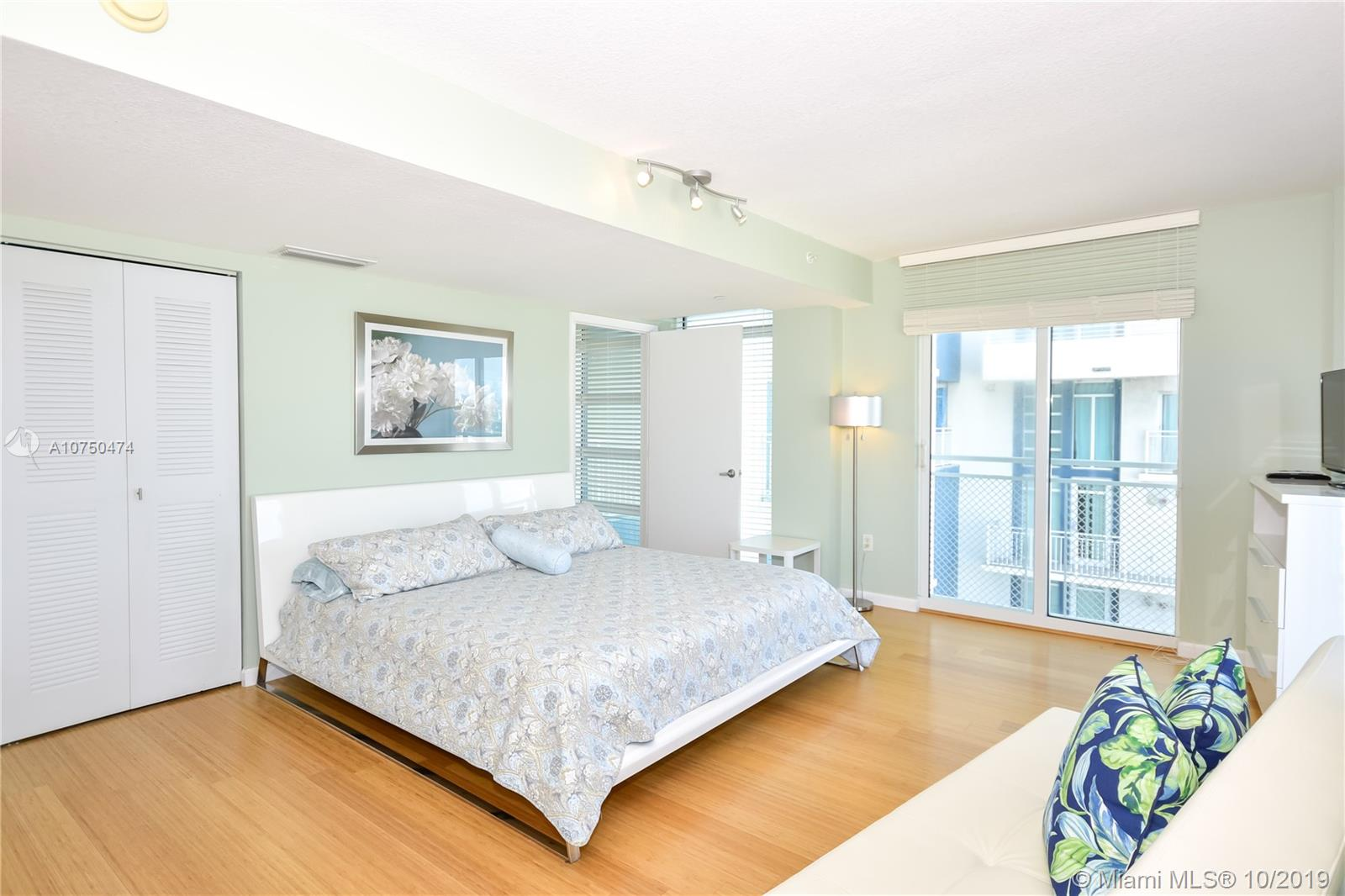 7600 Collins Ave #714 photo017
