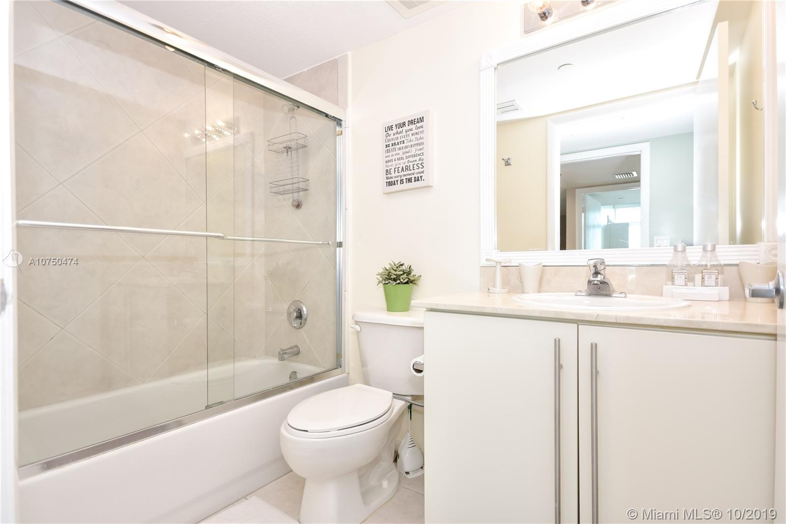 7600 Collins Ave #714 photo021