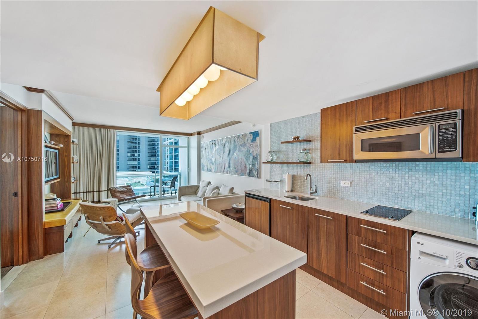 6801 Collins Ave, 914 - Miami Beach, Florida