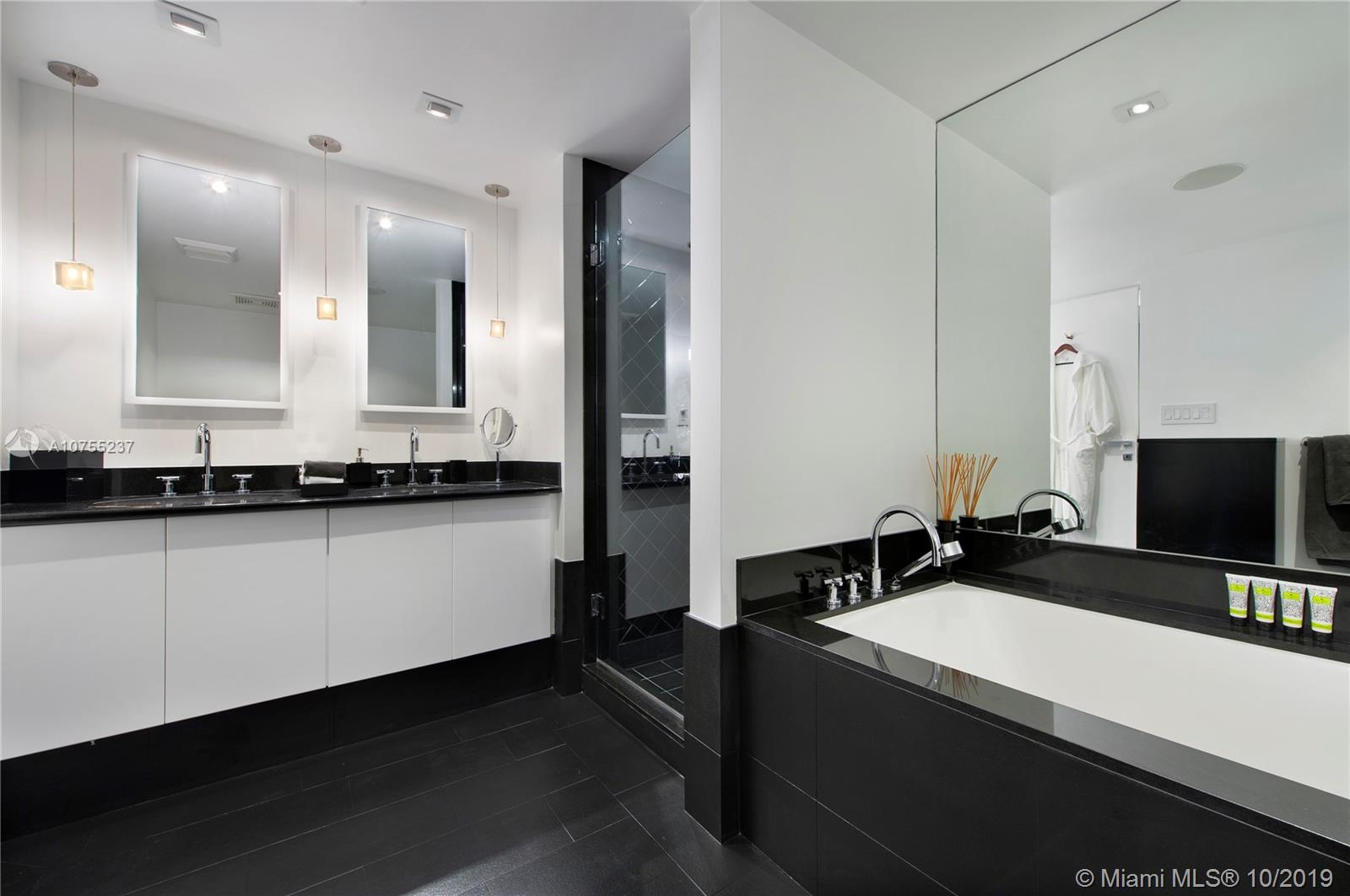 Photo of 101 20th St #1907 listing for Sale