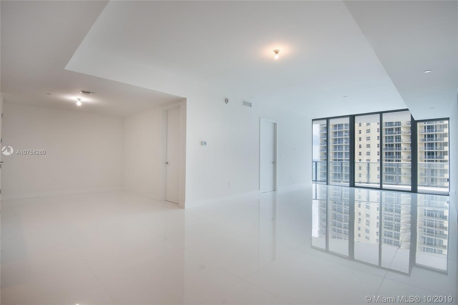 17475 Collins Ave #903 photo02