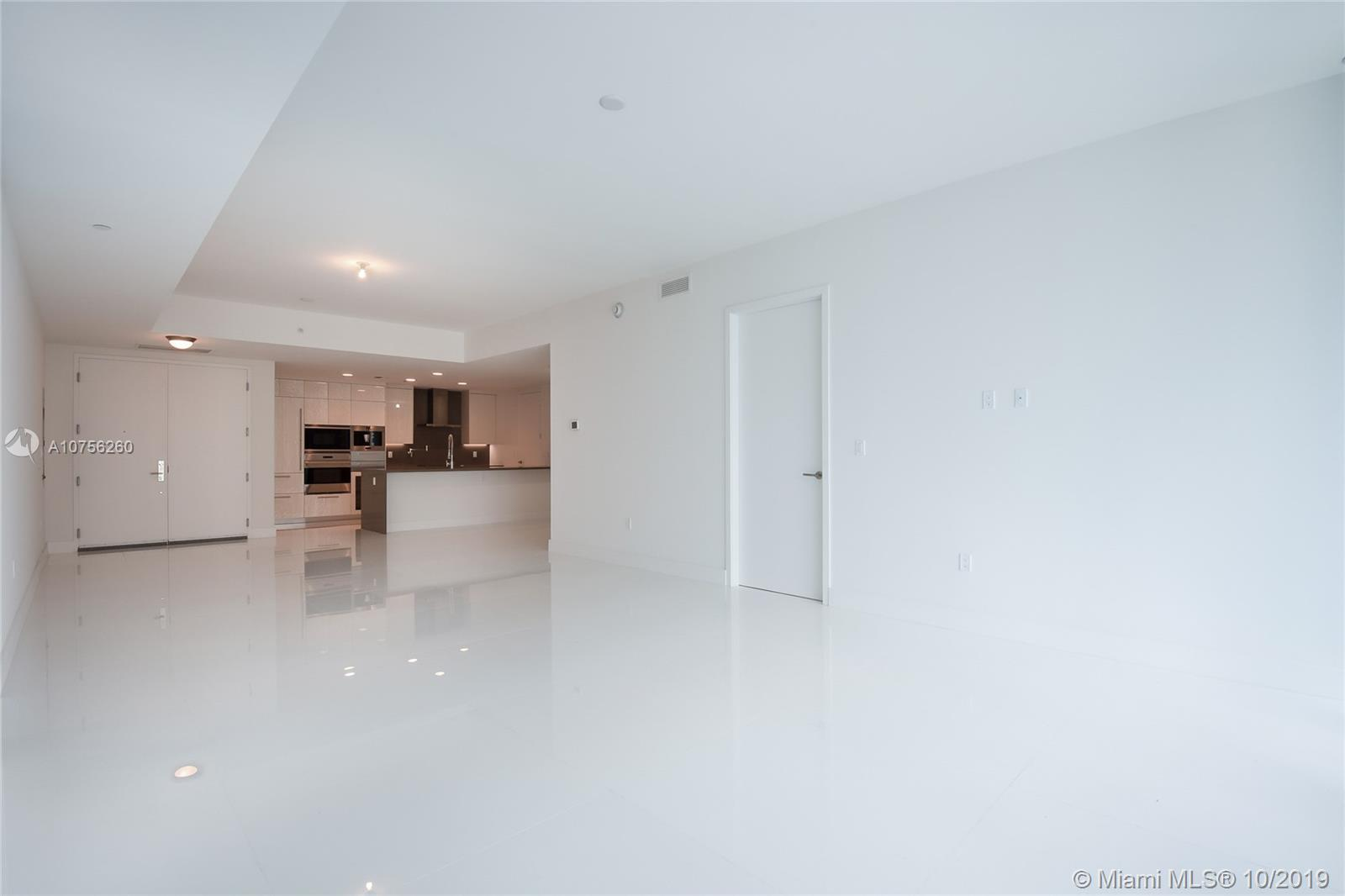17475 Collins Ave #903 photo03