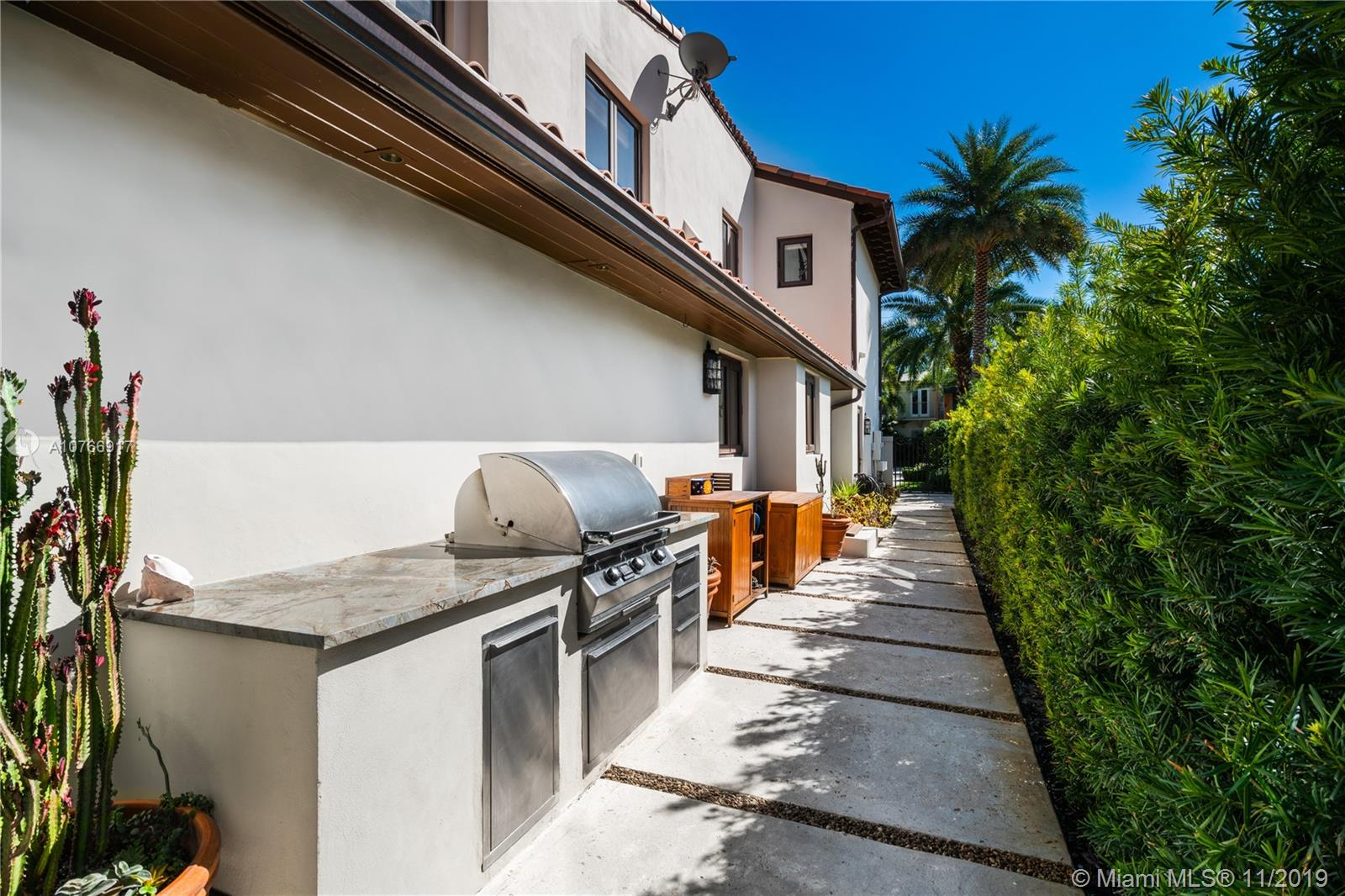 Photo of 1821 W 24th St # listing for Sale
