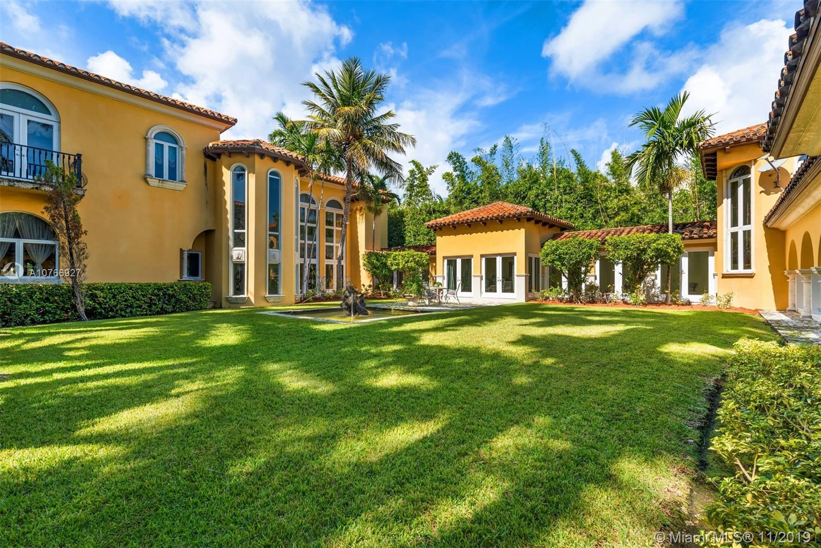 Photo of 14 Star Island Dr # listing for Sale