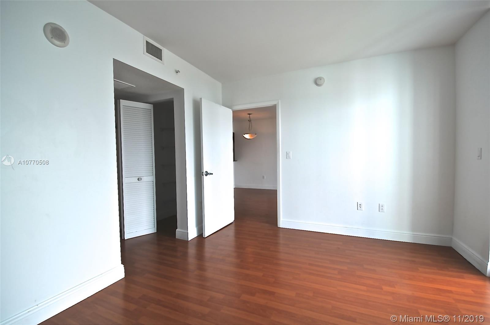 Photo of 1800 N BAYSHORE DR #3802 listing for Sale