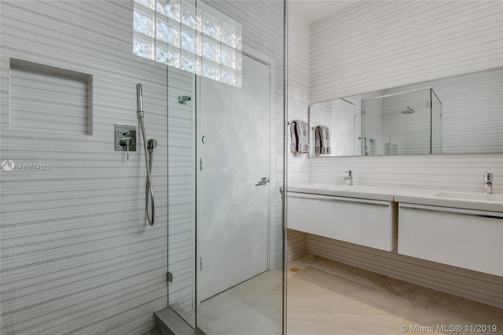 Photo of 19428 NE 17th Ave # listing for Sale
