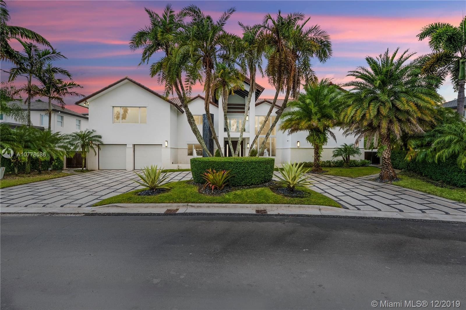 5274 NW 94th Doral Pl - Doral, Florida