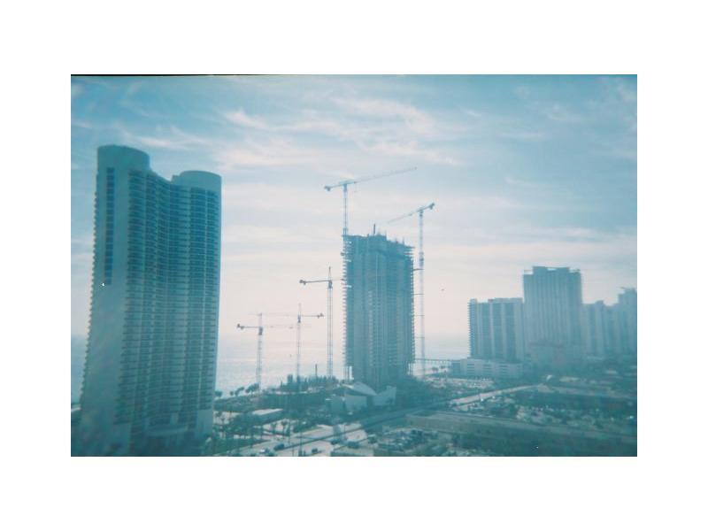 Winston Towers #417 photo03