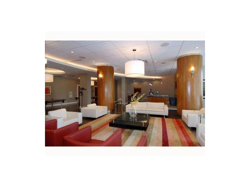 Residences on Hollywood #547 photo15