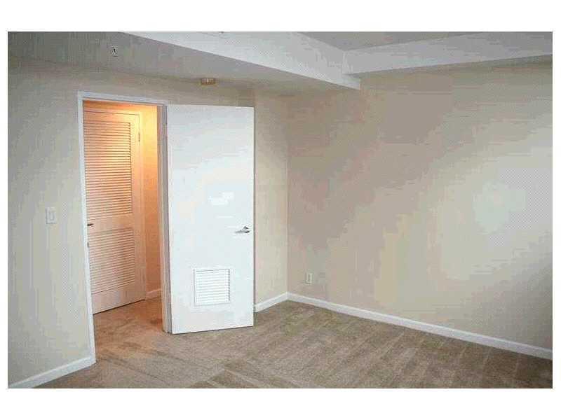 Residences on Hollywood #339 photo04