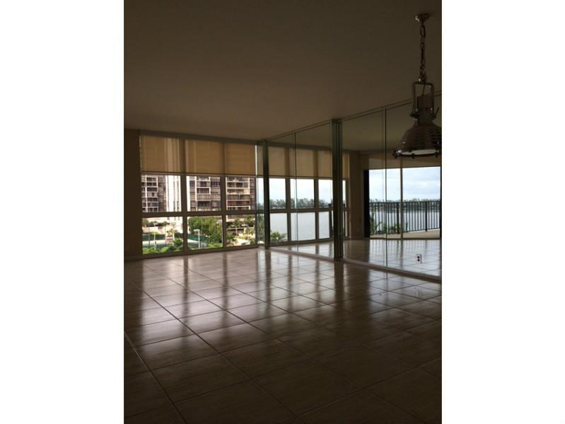 Brickell Place #A610 photo01